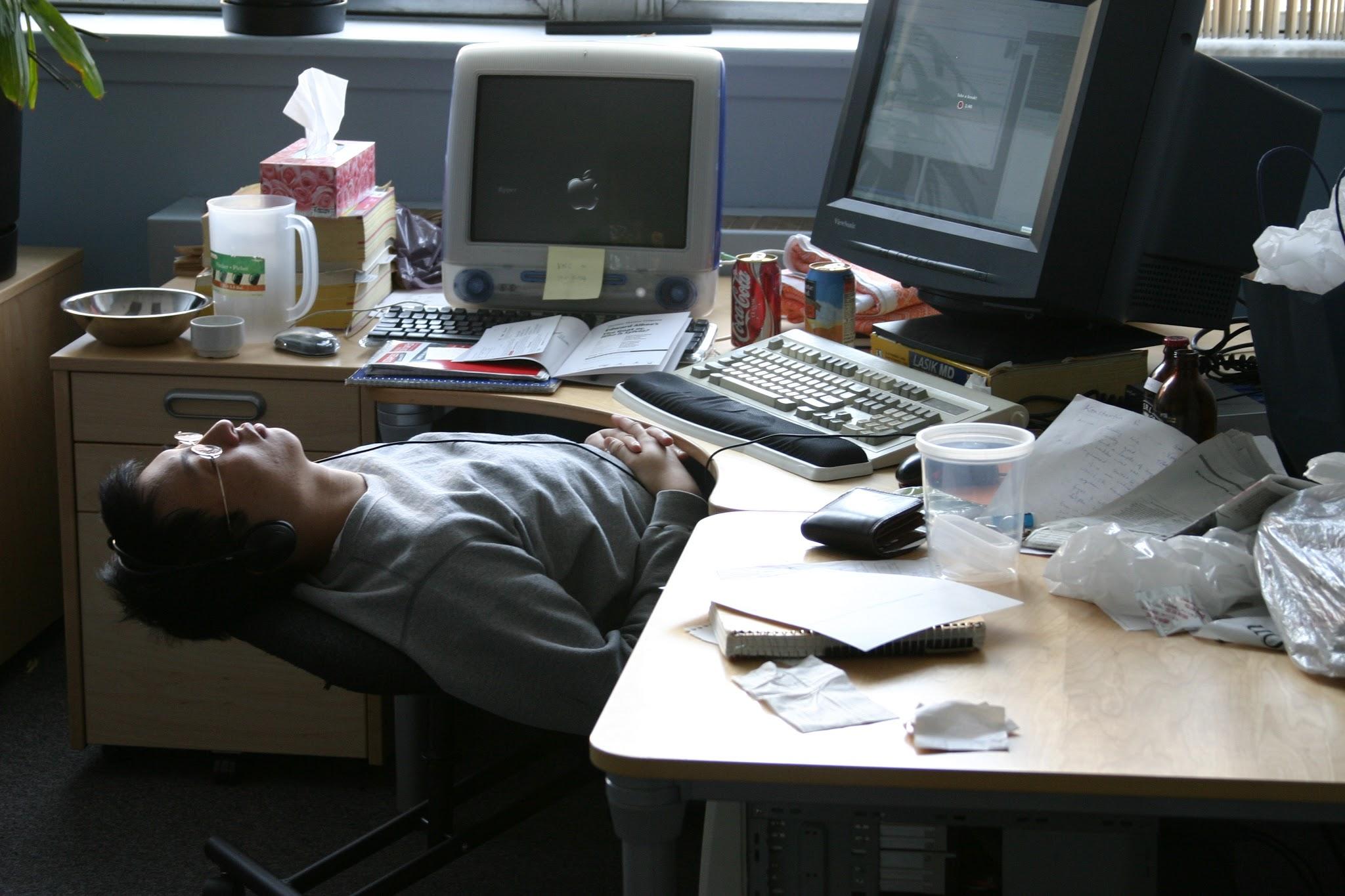 10 Solusi Saat Ngantuk di Jam Kerja