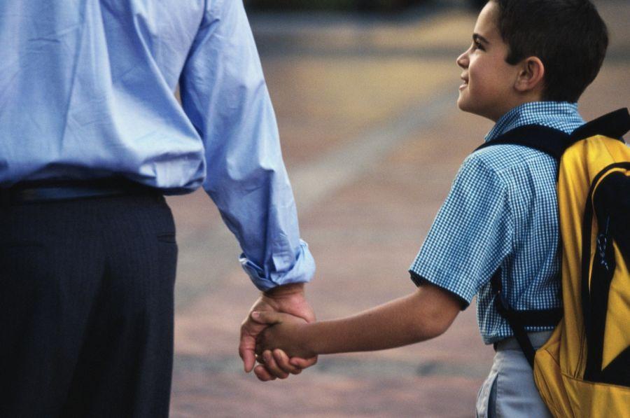 Pentingnya Antar Anak Saat Pertama Masuk SD