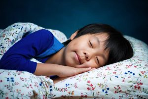 Anak Susah Bangun Tidur? Ini Tips Membangunkannya