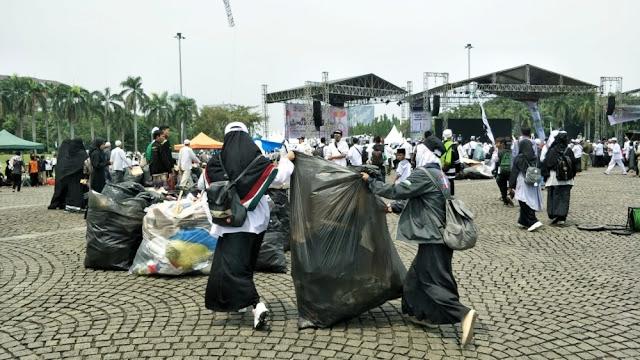 Reuni 212 Usai, Monas Langsung Bersih Terkumpul 217 Ton Sampah