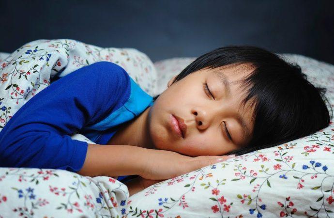Anak Tidur Berkeringat, Normalkah?