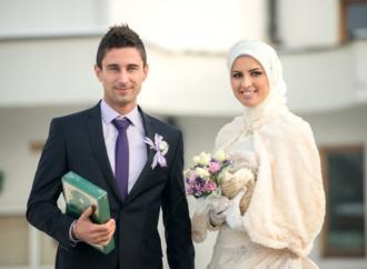Makna Hadist Menikah Separuh Agama