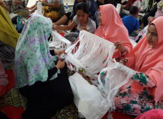 PD Salimah Denpasar Ubah Limbah Plastik Menjadi Tas Cantik
