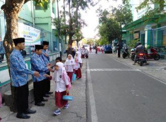 Wujudkan Sekolah Ramah Anak, SDIT Nur Hidayah Surakarta Gelar Kegiatan Sehari Belajar di Luar Kelas