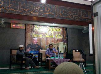 """Ustaz Fauzil Adhim: """"Petunjuk Mendidik Anak, Semua Ada di Dalam Al-Qur'an"""""""