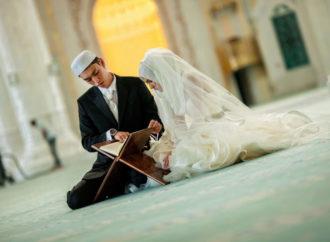Agar Suami Istri Makin Enjoy Membuka Diri