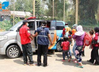 SOLOPEDULI Bagi-Bagi Abon & Siagakan Ambulans di Tempat Pengungsian Merapi
